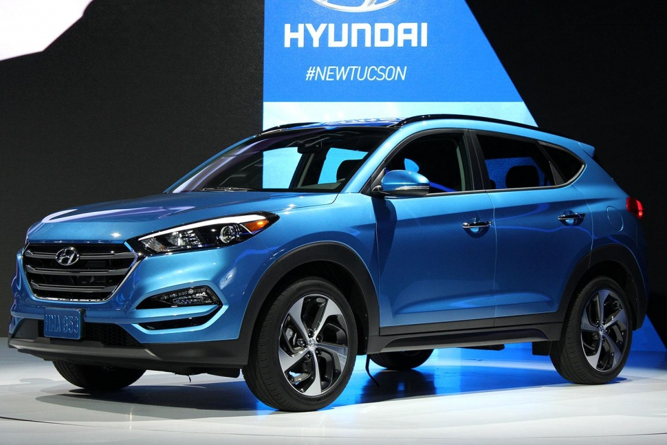 why choose the hyundai tucson over the ford escape. Black Bedroom Furniture Sets. Home Design Ideas